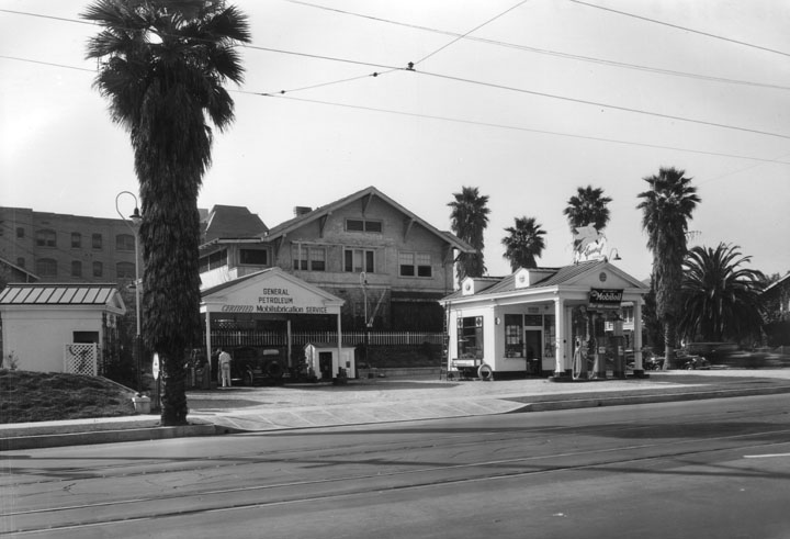 Attached picture MobilGasStation1936.jpg