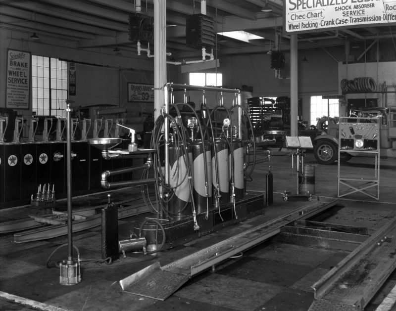 Lubrication_Dept_at_Firestone_Mar_1936 (1).jpg