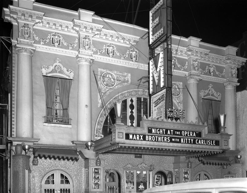 Exterior_of_Gem_Theatre_Apr_1936 (1).jpg