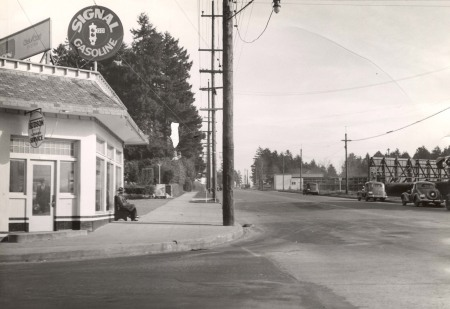 Attached picture a2005-001-519-se-powell-blvd-39th-east-1935.jpg