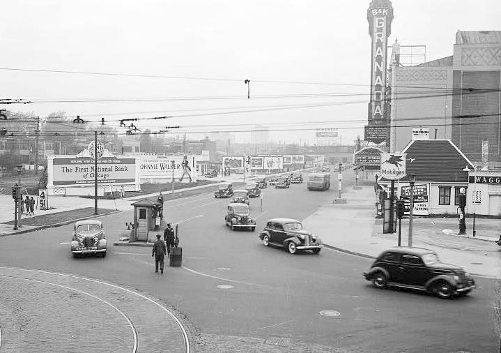 PHOTO - CHICAGO - SHERIDAN ROAD FROM DEVON - NOTE BILLBOARDS - POLICE TRAFFIC CONTROL BOX - GRANADA THEATER - MOBIL STATION - 1938.jpg