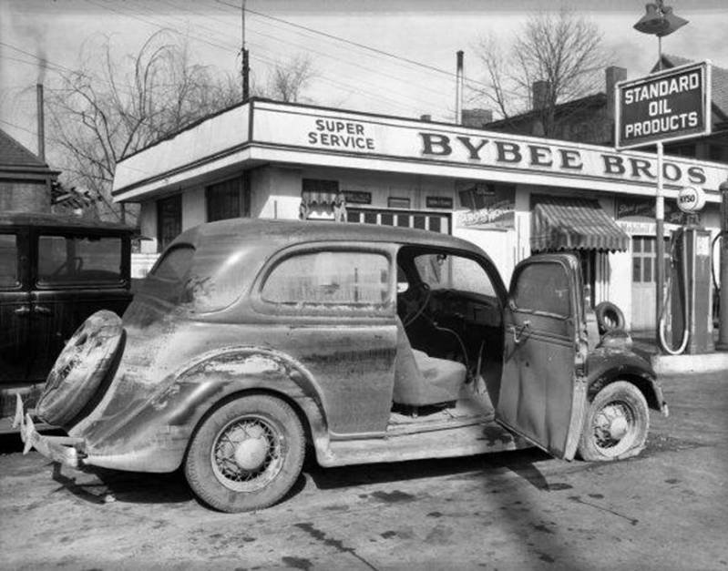 Attached picture 1937floodedcar3.jpg