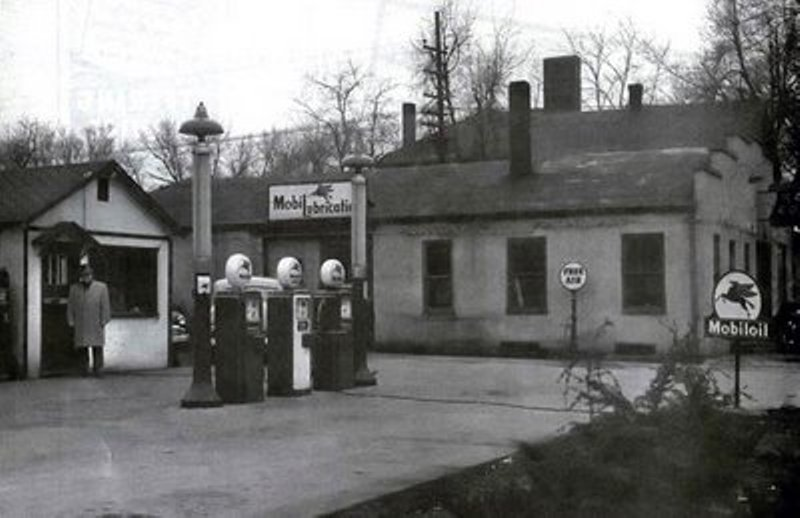 Attached picture Mobiloil-service-station.jpg