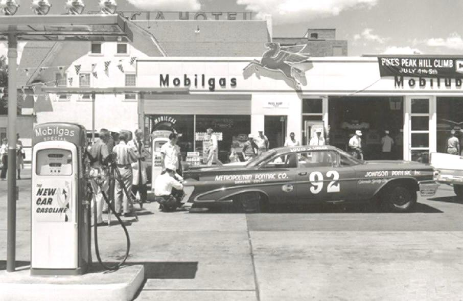 Attached picture Pikes%20Peak%201959%20%20#92%20Pontiac%20Louie%20Unser%20filling%20tank%20@%20Mobil%20station.jpg