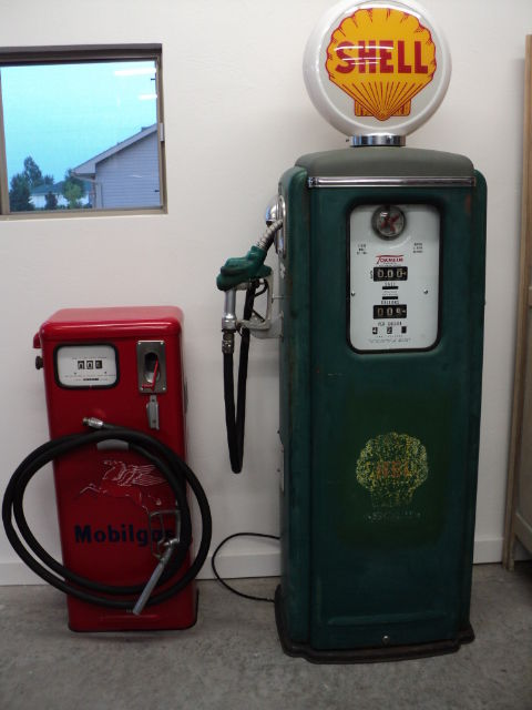 Gas Pumps 001.JPG