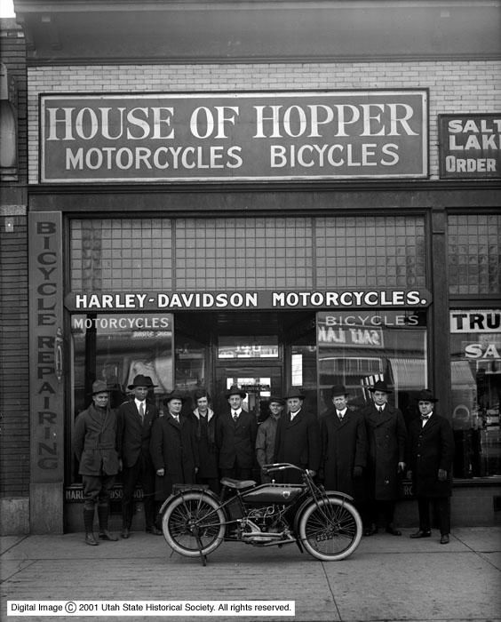 House_of_Hopper_Group_in_Front_of_Store (1).jpg
