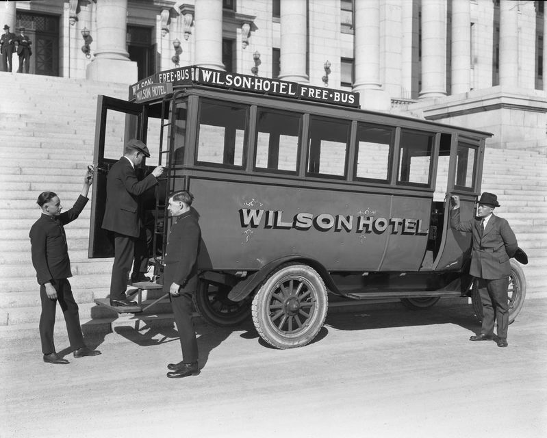 Wilson_Hotel_Auto_Bus_at_Capitol (3).jpg