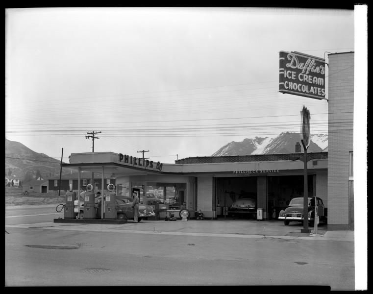 Phillips_66_Service_Station.jpg