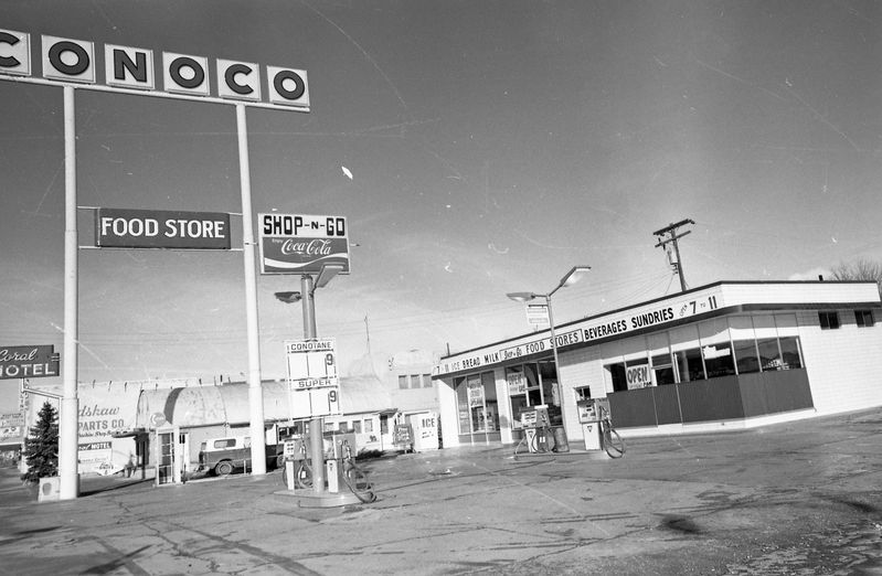 Shop_N_Go_Conoco_Station.jpg